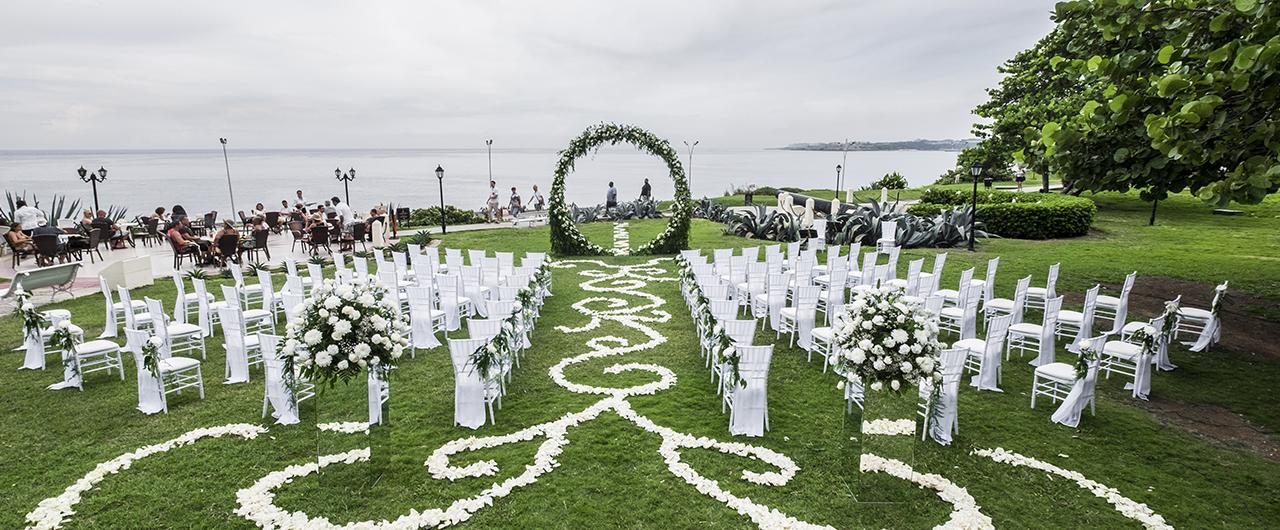 garden-wedding-elegant-hotelnacional-cuba